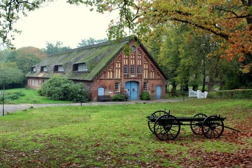 farmhouse-2853047_1920